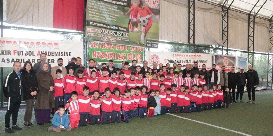 Diyarbakır'da gençler futbol ile sosyalleşiyor