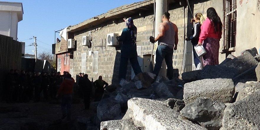 VİDEO - Sur'da ' tarihi taş' gerginliği
