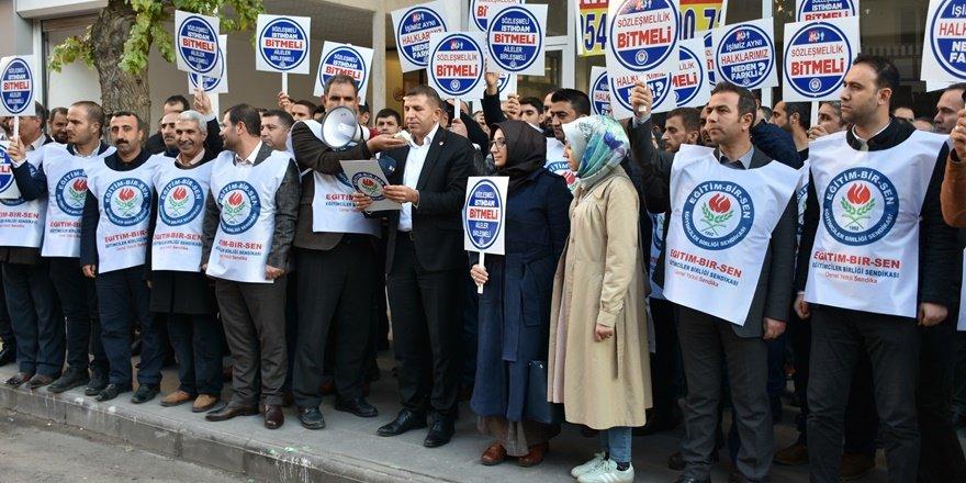Diyarbakır'da sözleşmeli öğretmenler kadro talep etti