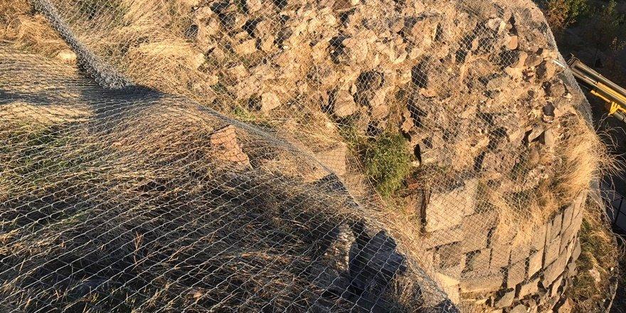 Amida Höyük'te çelik ağlarla güvenlik önlemi