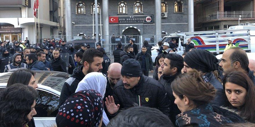 HDP'li Sur Belediye Eşbakanı'nın gözaltına alınmasına Diyarbakır Barosu'ndan tepki
