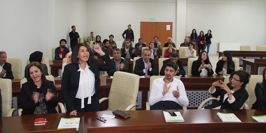 Bağlar Belediyesi'nde Meclis üyeleri üçer beşer uzaklaştırılyor