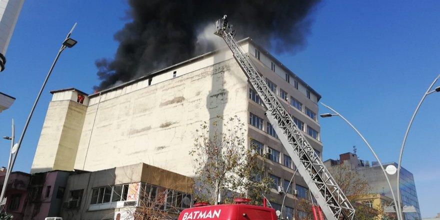 Batman'da kayıp yakınlarının eylemi sırasında yangın