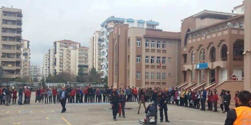 Diyarbakır'da okul müdür yardımcısına darp