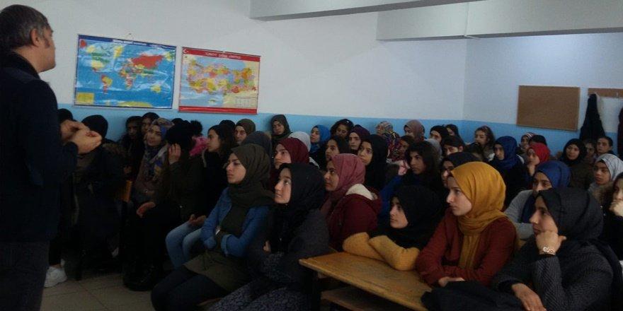 Eğitimci yazar Metin Aydın, Mardin'de öğrencilerle buluştu