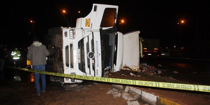 VİDEO - Diyarbakır'da çöp kamyonu kazası: 1 ölü, 1 ağır yaralı