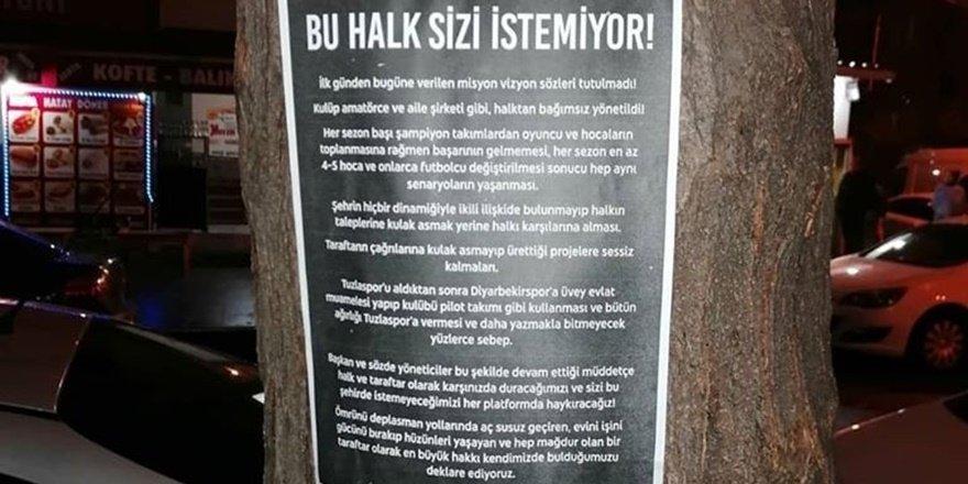 Diyarbekirspor yönetimine afişli ve ilanlı taraftar tepkisi