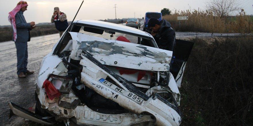Şanlıurfa'da kamyonetle otomobil çarpışmasında 3 yaralı