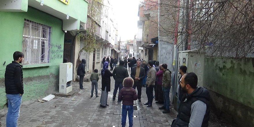 VİDEO - Diyarbakır'daki silahlı kavgada yaralılar var