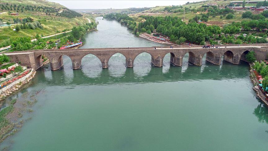 Vali Güzeloğlu: Dicle Nehri atık sulardan temizlendi