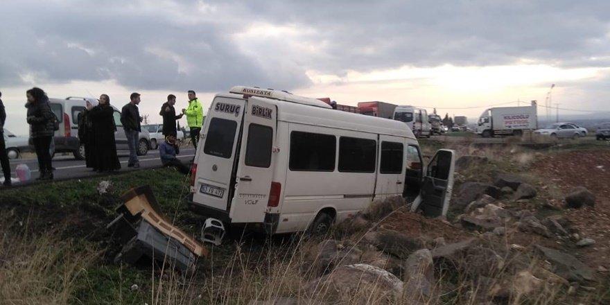 Şanlıurfa'da feci kaza: 2 ölü 12 yaralı