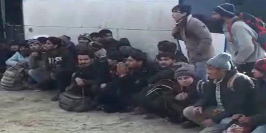 Van'da metruk binada 84 kaçak göçmen yakalandı