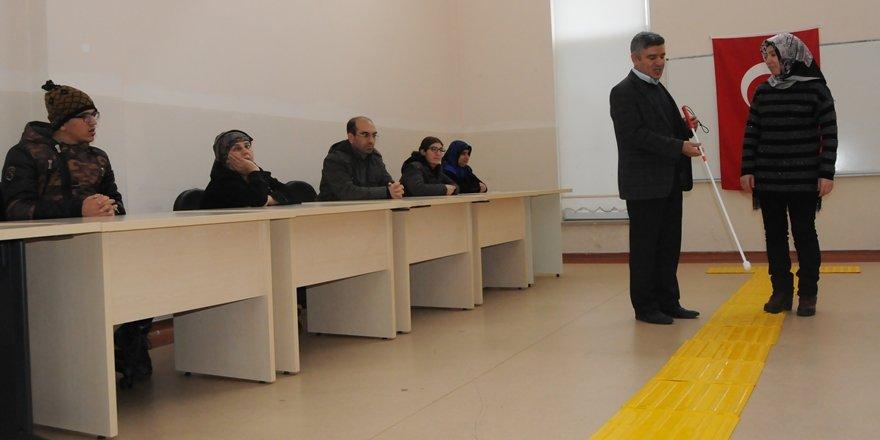 """Diyarbakır'da görme engellilere """"Beyaz baston"""" eğitimi"""