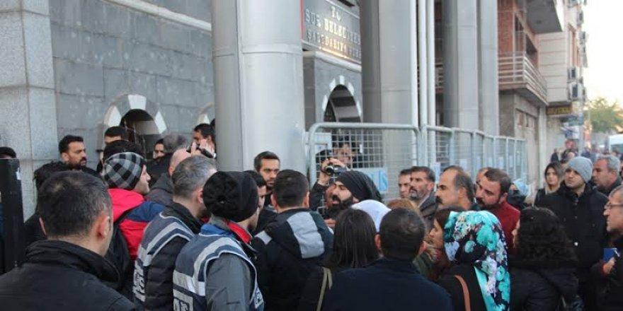 Sur Belediyesi'nin HDP'li meclis üyelerine görevden uzaklaştırma