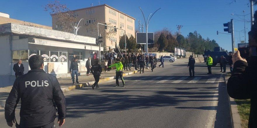 Diyarbakır'da feci kaza: Araçtan fırlayan vatandaş ağır yaralandı