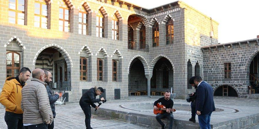 Dokuz dilde Diyarbakır tanıtımı