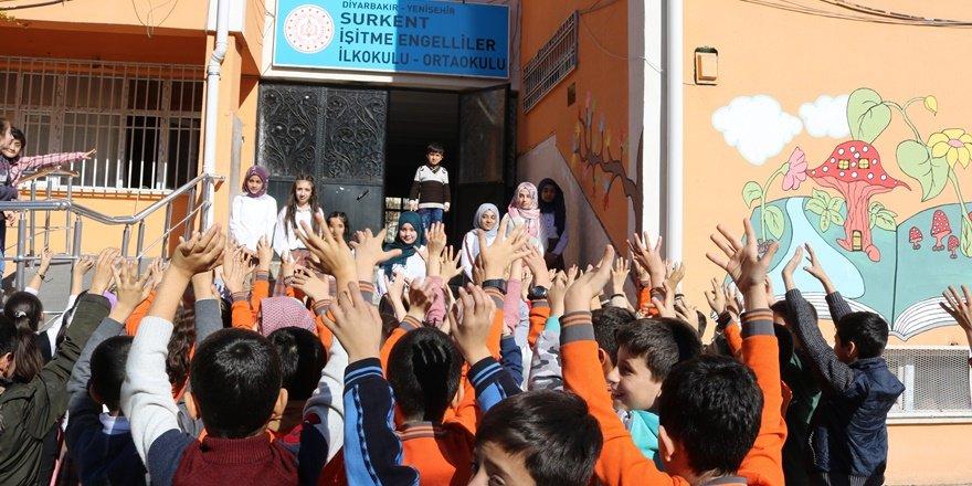 Diyarbakırlı öğrenciler engelliler için işaret dili öğrendi