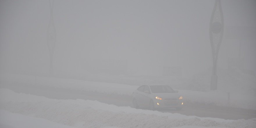 Yüksekova'da yoğun sis: Görüş mesafesi 5 metre