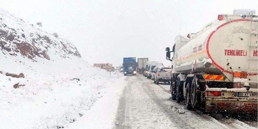 Siirt'te 60 köyü yolu ulaşıma kapandı