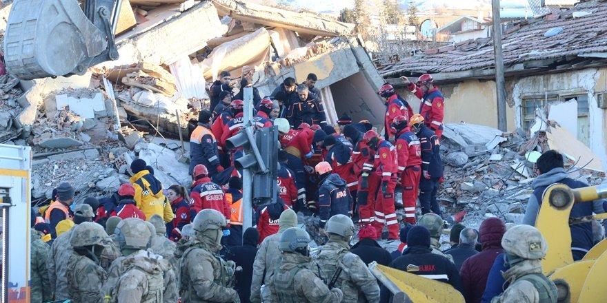 Elazığ depreminde hayatını kaybedenlerin sayısı 20'ye yükseldi