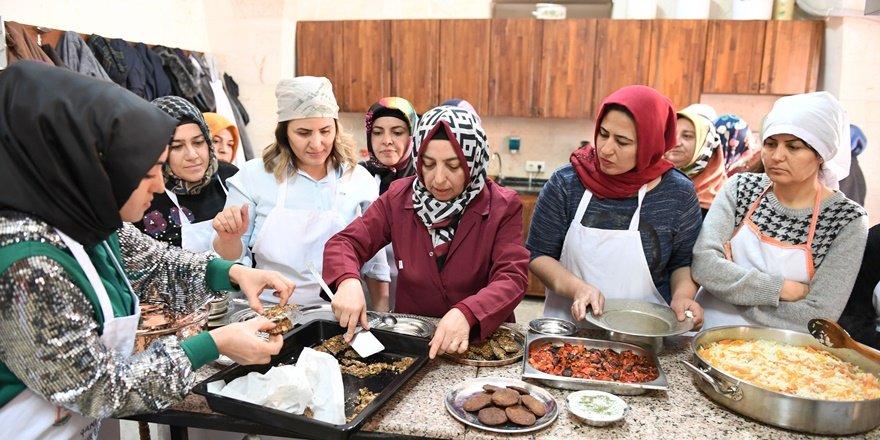"""Şanlıurfalı kadınlara """"Yöresel Yemek"""" kursu"""