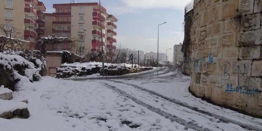 VİDEO - Silvan'da 25 köy yolu ulaşıma kapandı