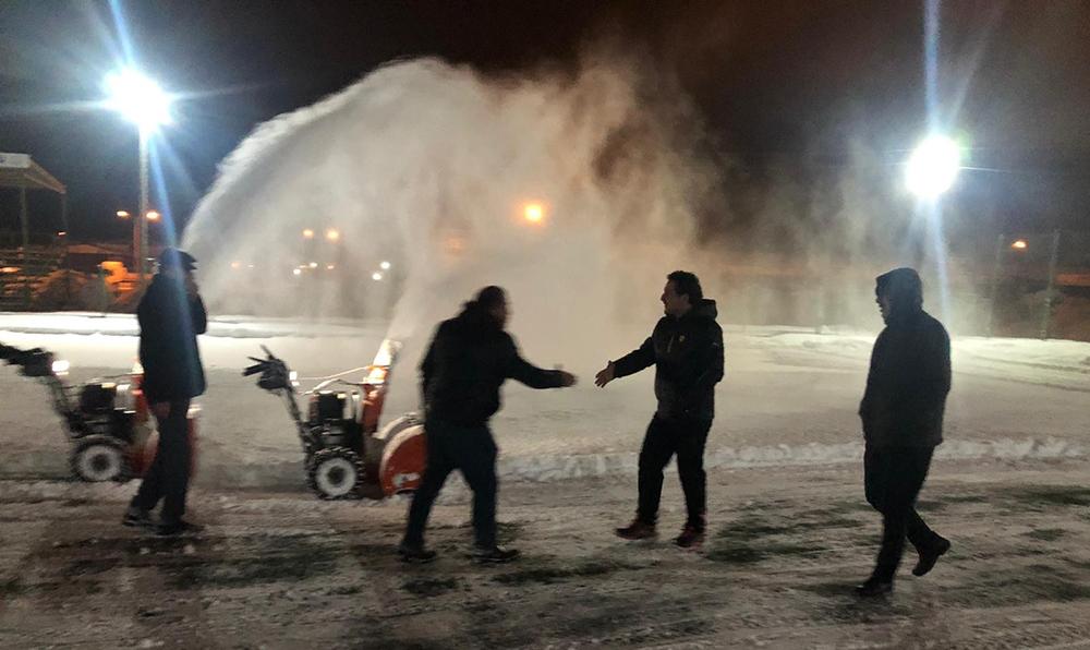Van'da maç öncesi stadyumda kar temizleme çalışması