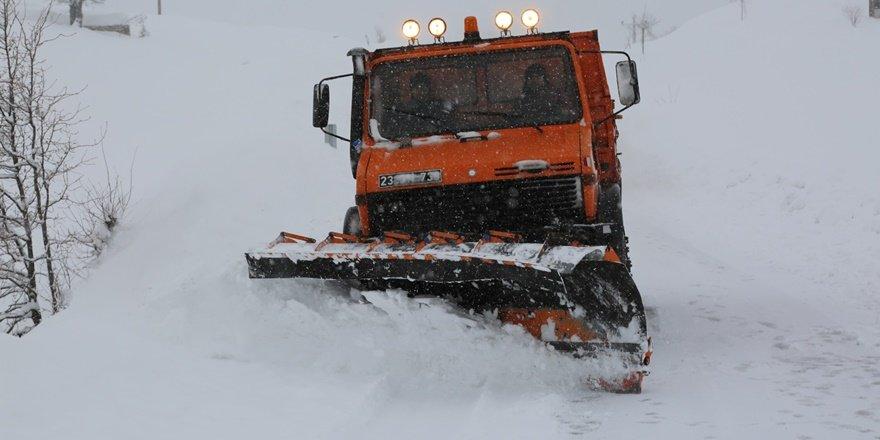 Tunceli'de kar, 155 köy yolu ulaşıma kapandı