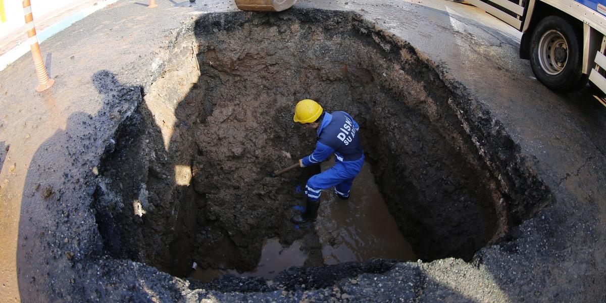 Kayapınar'da 2 bin 330 metrelik kanalizasyon şebekesi temizlendi