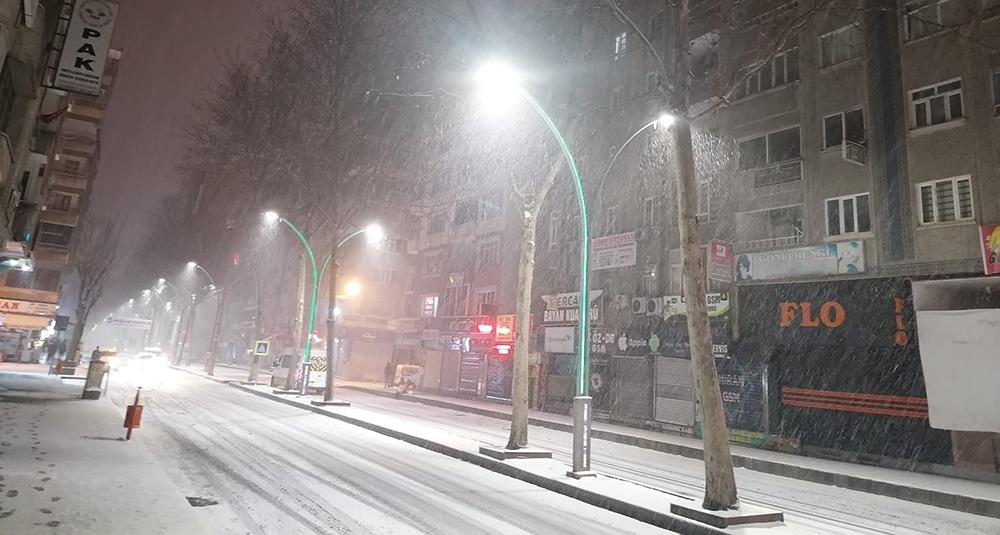 Diyarbakır'daki kurumların karla imtihanı!