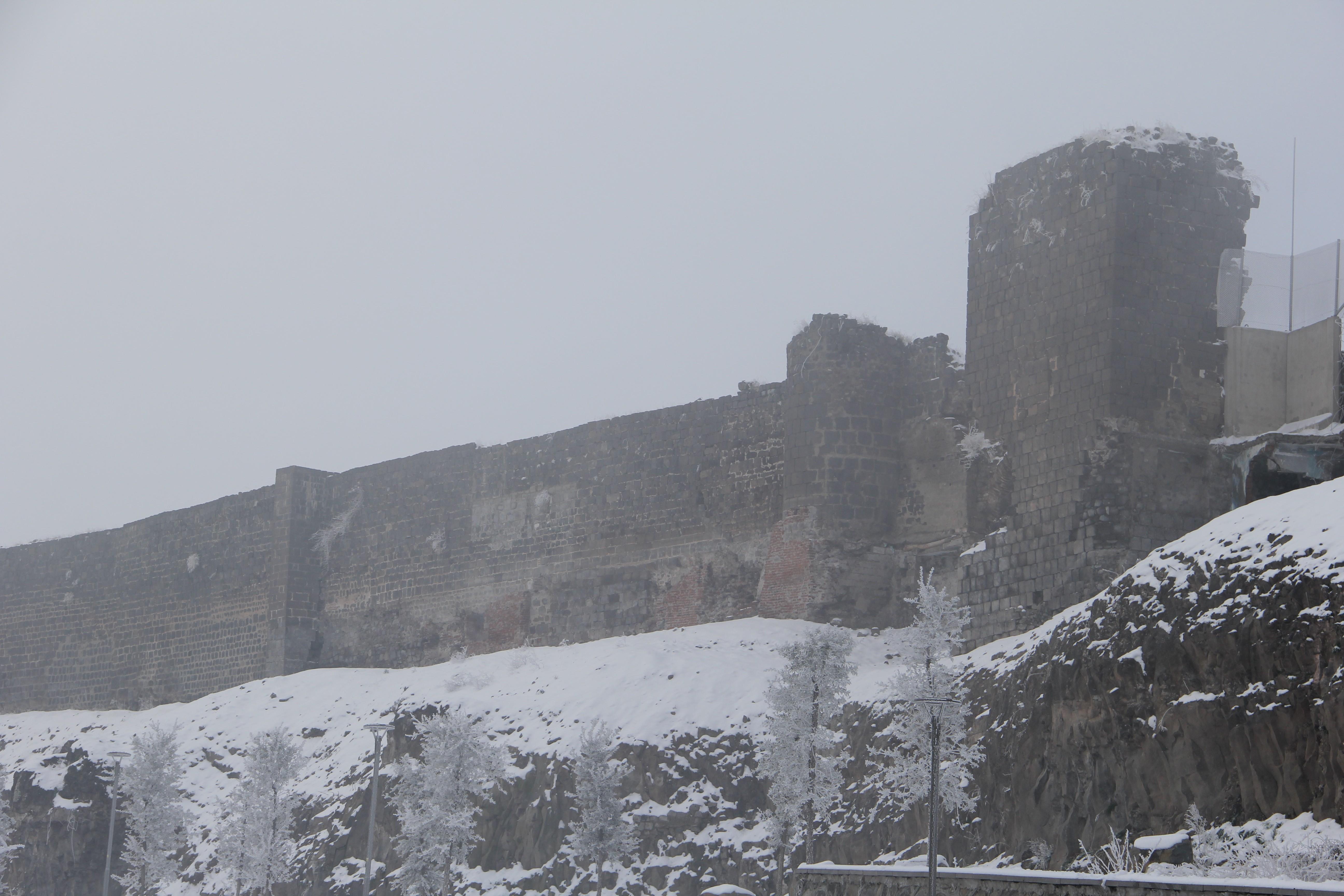 Diyarbakır'daki kar yağışı sonrası don ve buzlanmaya dikkat!