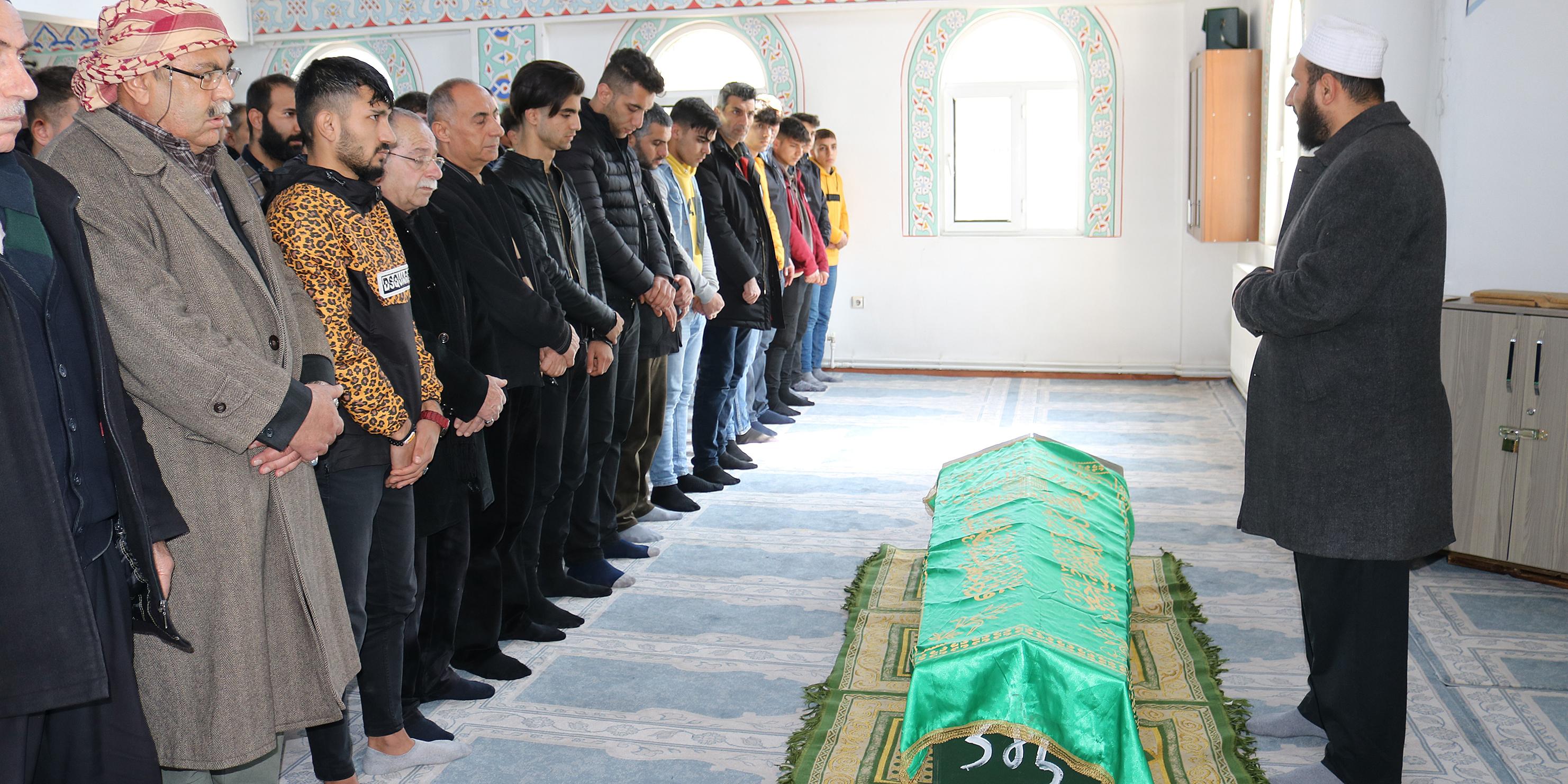 Dövülerek öldürülen sosyal medya fenomeni Diyarbakır'da defnedildi