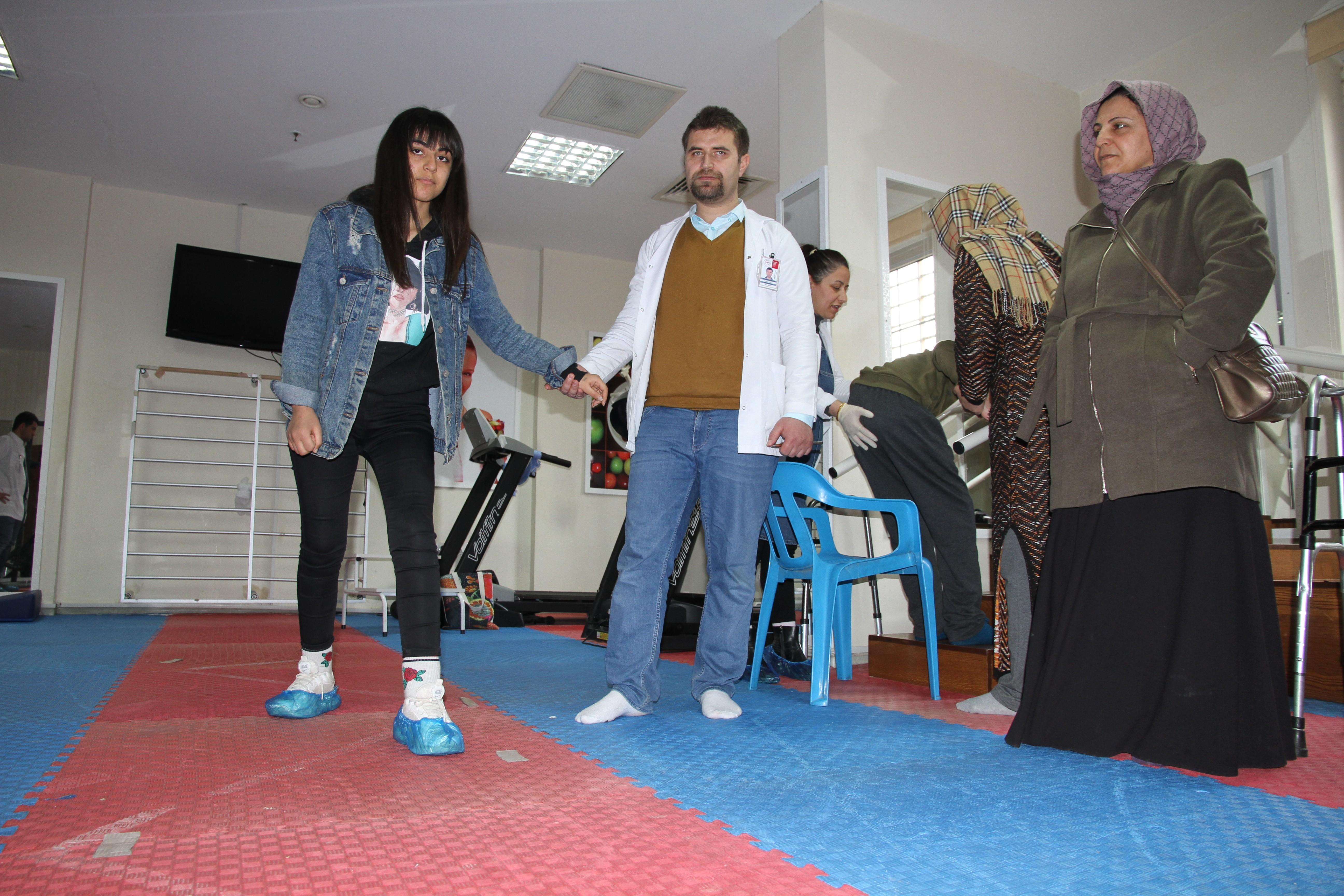 Mardin'de felçli geldikleri hastaneden yürüyerek çıktılar