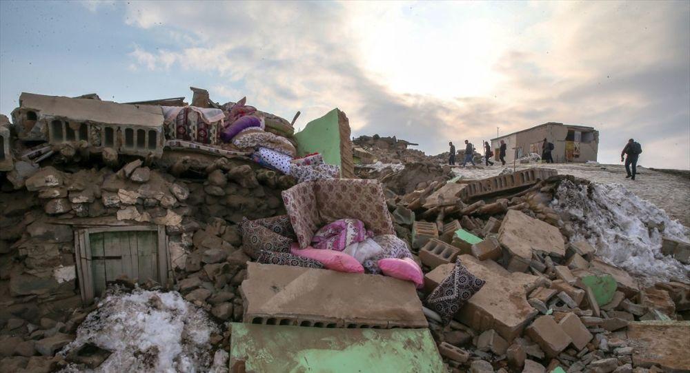 İran'da 5.7 büyüklüğündeki yeni deprem Van ve Hakkari'de de hissedildi