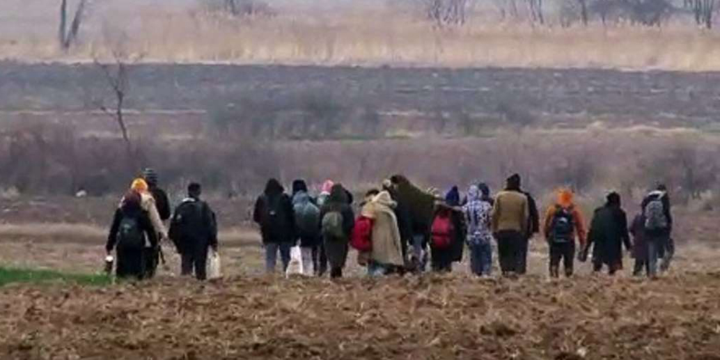 Mülteciler Avrupa'ya geçmek için sınır kapılarına hareket etti