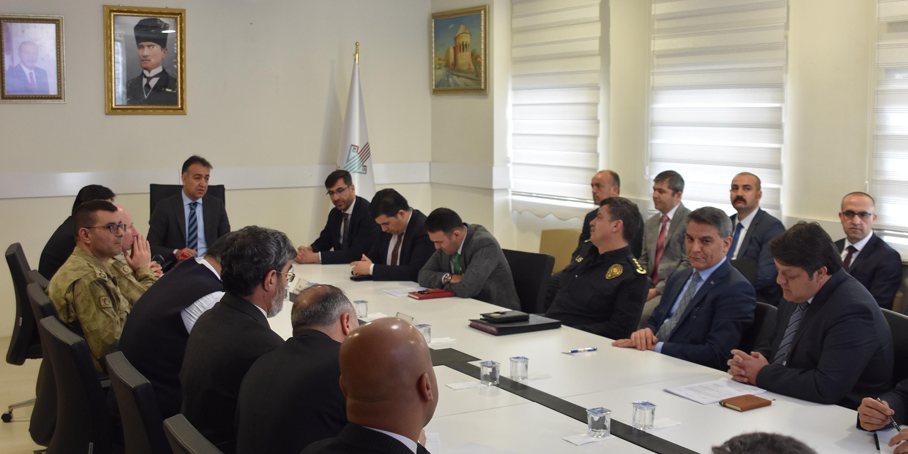 Bitlis'te uyuşturucu ile mücadele toplantısı yapıldı