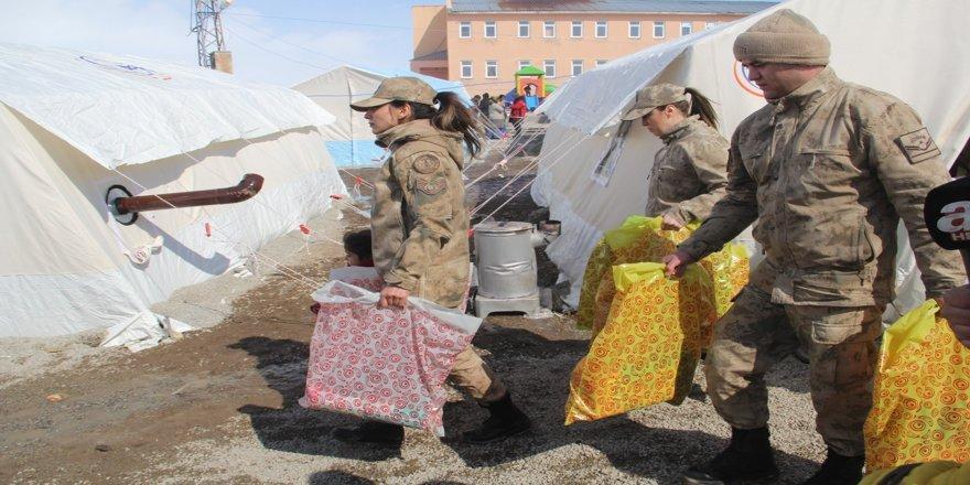 Van Başkale'de depremin yaraları sarılıyor