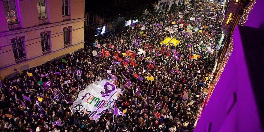 Taksim'de Feminist Gece Yürüyüşü'nde 34 gözaltı