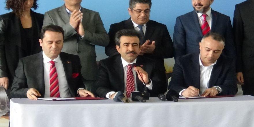 VİDEO - Diyarbakır Büyükşehir ile Genel-İş Sendikası arasında TİS imzalandı