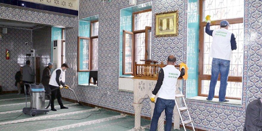 Diyarbakır'da ibadethaneler dezenfekte edildi