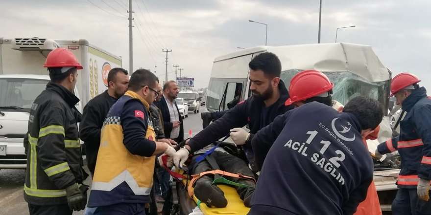 Mardin'de kaza: Sürücüyü itfaiye ekipleri çıkardı