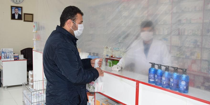 Eczanede ilginç koronavirüs önlemi