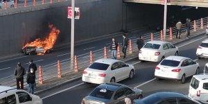 Diyarbakır'da bir aracın alev aldığı zincirleme kazada 4 kişi yaralandı