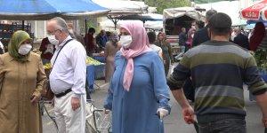 Diyarbakır'da koronavirüsü takan yok, yasağa saatler kala pazarlar dolup taştı