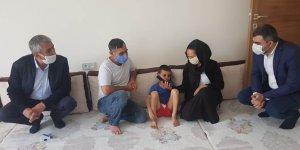 AK Partili Kılıç, Nusaybin'de polis tarafından kovalanan çocuğun ailesini ziyaret etti