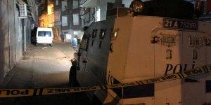 VİDEO-Diyarbakır'da iki aile çatıştı: 2 ölü, 7 yaralı