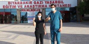 Koronavirüsü yenen sağlık personeli çift yeniden görev başında