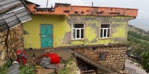 Silvan'da evler hasar gördü