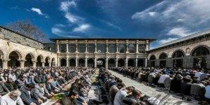Cuma namazı cami avlusu ve belirlenen alanlarda kılınacak