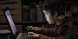 Çocuğunuzu dijital dünyanın tuzaklarından koruyun!